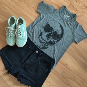 Chaser | Heart Eyes Skull Tee
